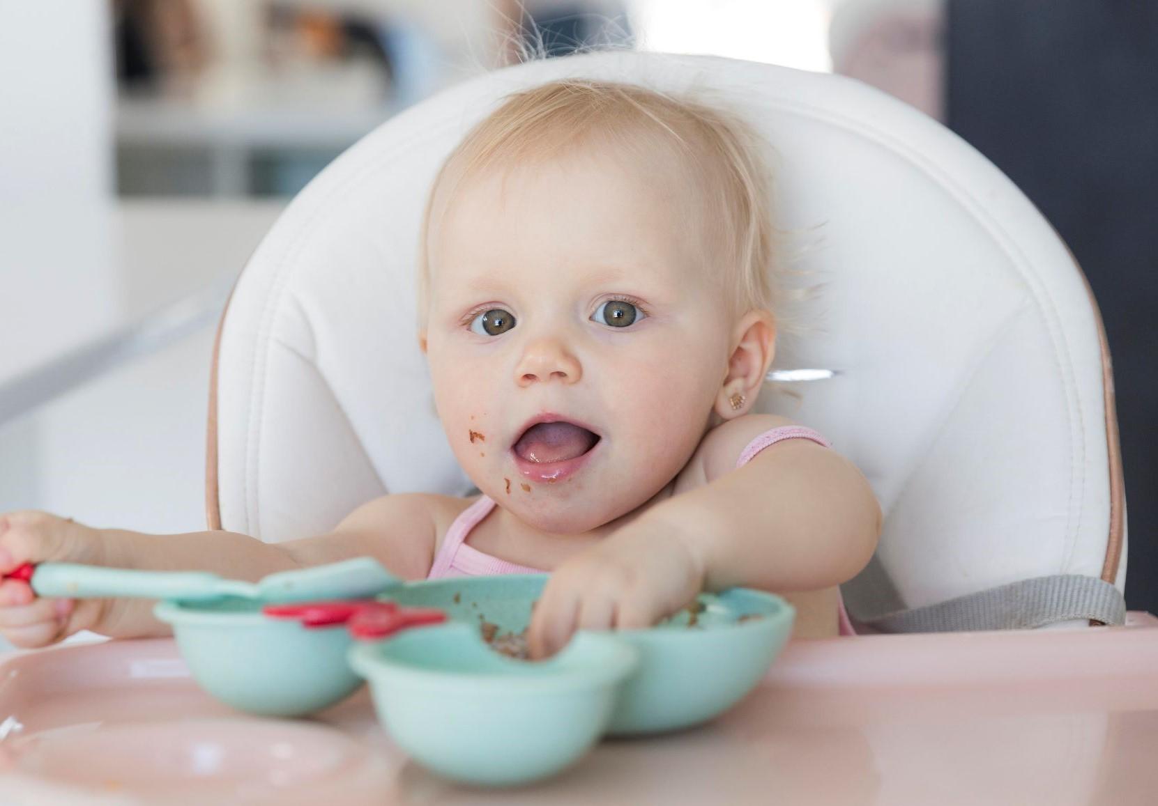 Diversificação alimentar: do leite aos legumes e fruta