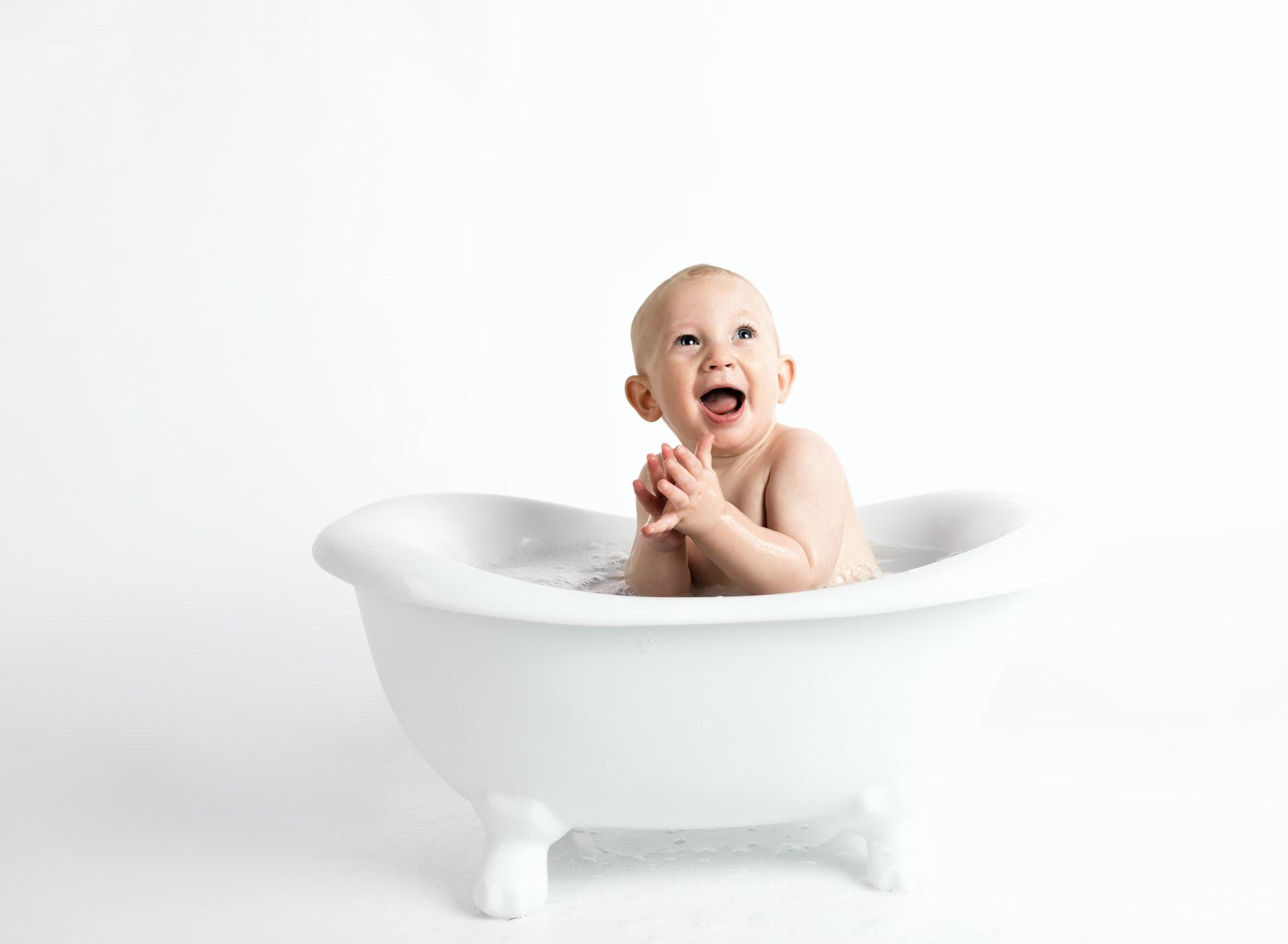 Bebé: Banho e hidratação, o que ter em casa?